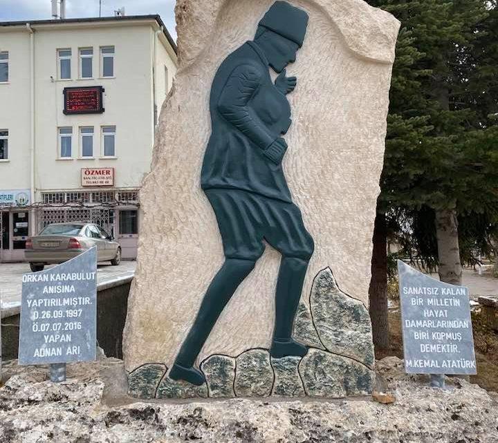 Cumhuriyet Meydanına Atatürk Heykeli